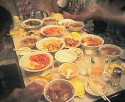 テーブルいっぱいの